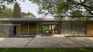 Sehnsuchtsort und Projektionsfläche: So ähnlich wie der Kanzlerbungalow sieht wohl auch das Haus von Georg und Maria aus.