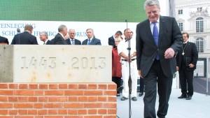 Gauck legt Grundstein für Berliner Schloss