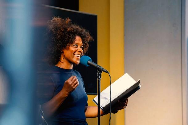 Denise M96;Baye singt und spricht von Sternen