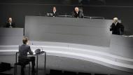 """Die Inszenierung von Ferdinand von Schirachs """"Terror"""" im Schauspielhaus Düsseldorf in der Regie von Kurt Josef Schildknecht"""