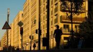 """Der Frankfurter Volksmund bezeichnet die Europaallee als """"Stalinallee"""" und trifft dabei den wunden Punkt: Solche Architektur denkt nicht an die Gesellschaft, sondern über sie hinweg."""