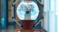 Ich schau dir in die Augen, Kleines: Diesen Roboterassistenten für die Pflege Demenzkranker hat die Hochschule für Technik und Wirtschaft in Dresden entwickelt.