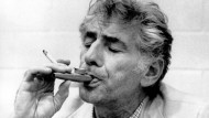 Der amerikanische Komponist, Dirigent und Pianist Leonard Bernstein wusste um die Vorzüge des Kazoos.