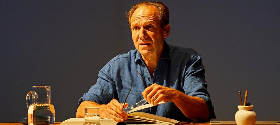 Ralph Fiennes im Londoner Bridge Theater