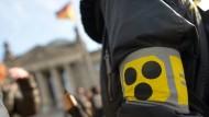 """Demonstration vor dem Berliner Reichstag unter dem Motto """"Taubblinde in Isolationshaft"""""""