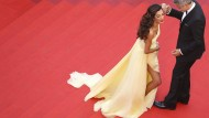 Ist Wohltätigkeit nur das exklusive Freizeitvergnügen einer internationalen Elite? Amal und George Clooney bei einer Filmpremiere