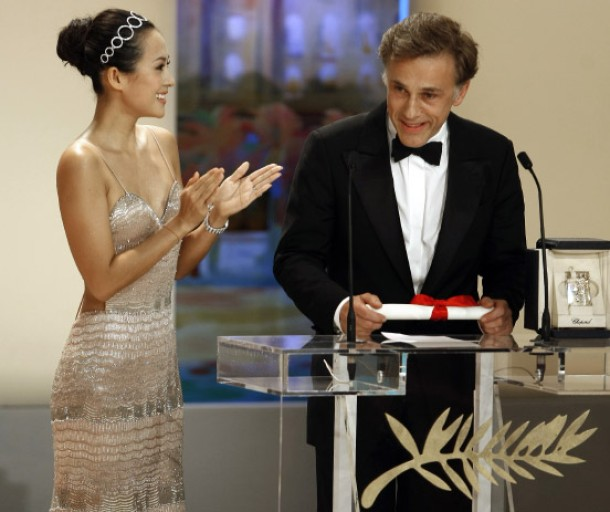 "Actress Zhang Ziyi congratulates actor Waltz for his Best Actor award for the film ""Inglourious Basterds"" at the 62nd Cannes Film Festival"