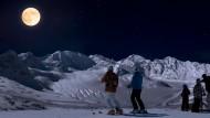 Nachtschwärmerei einmal anders: Mondandacht im Engadin
