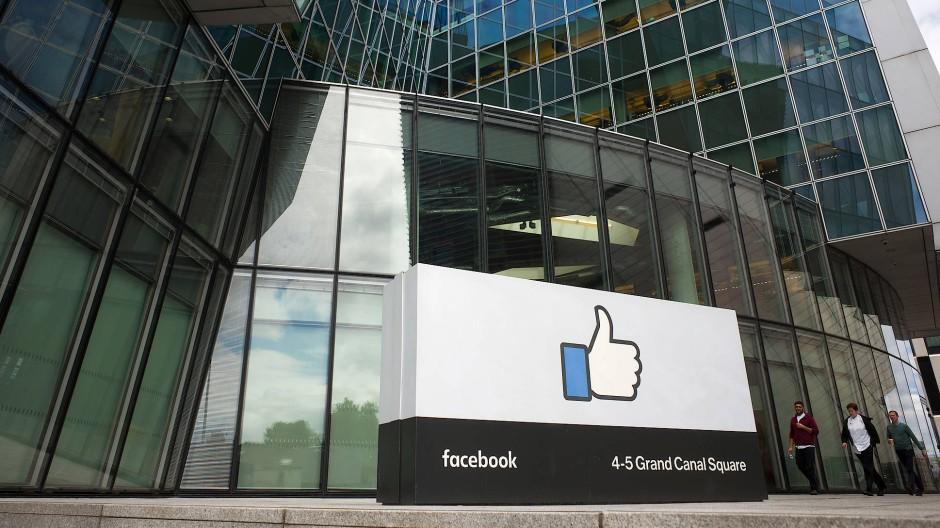 Die irische Zentrale von Facebook am Grand Canal Square in Dublin