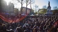 Frisst die Revolution mal wieder ihre eigenen Kinder? Eine Frage des politischen Blickwinkels.