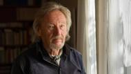 Der Kulturwissenschaftler Klaus Theweleit zu Hause in Freiburg im Breisgau