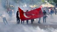 Die Proteste im Sommer 2013 verdarben Erdogan die Laune: Demonstranten Anfang Juni 2013 auf dem zentralen Platz Kızılay in Ankara.