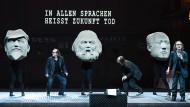 Marx, Mao, Lenin und ein dreifacher Hamlet auf der Bühne des Züricher Opernhauses.
