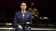 """Unbewegt und distanziert: Mia Maestro als angeklagte Pilotin in Ferdinand von Schirachs """"Terror"""" in Miami Beach"""