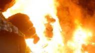 Nicht pyrotechnisch geplant: King Kong in Flammen bei der Filmpremiere in Ho Chi Minh Stadt