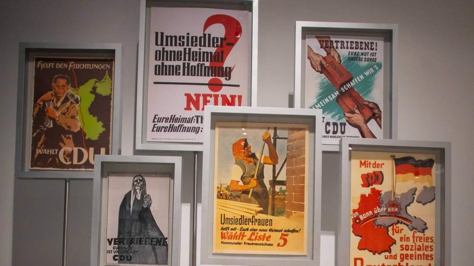 Als die westdeutschen Parteien um Vertriebene warben: Wahlplakate aus den fünfziger Jahren im zweiten Obergeschoss