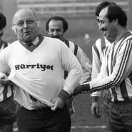 Norbert Blüm bei einem Fußballspiel mit türkischen Journalisten in den Achtzigern.