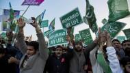 """Für den Propheten: Proteste in Islamabad gegen Karikaturen in """"Charlie Hebdo"""" im Januar 2015, zwei Wochen nach dem Anschlag auf die Pariser Redaktion"""
