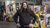Privat freundlich und nett, als Kunstfigur radikal und furchteinflößend: Jonathan Meese in seinem Atelier in Berlin