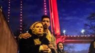 Menschen trauern vor dem Nachtclub Reina in Istanbul