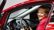 Sie kann auch fröhlich: Hans-Jürgen Papier, der frühere Präsidenten des Bundesverfassungsgerichts, fordert von Merkel, umzusteuern und einzulenken.
