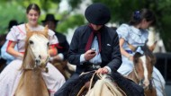 """Gaucho bei der Parade zum """"Tradition Day"""": Die Nachkommen der indigenen Bevölkerung und spanischer Einwanderer betreiben heute meist Viehzucht in den Pampas"""