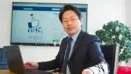 """""""Vielleicht bin ich zu harmoniesüchtig"""", sagt Chan-jo Jun. Im Verhältnis zu Facebook gilt das wohl eher nicht."""
