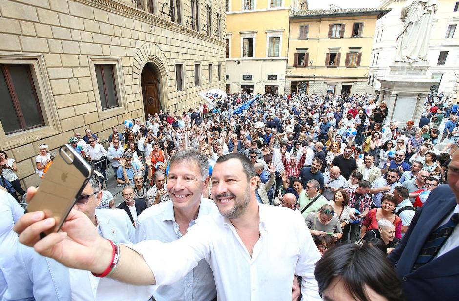 """Würde jemand wie Innenminister Salvini Ihren Roman lesen? - """"Das Lesen eines Romans erfordert eine gewisse Zurückgezogenheit ohne Publikum und Fotografen."""""""