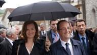 Frankreich unter dem Schirm: Valérie Trierweiler und Francois Hollande