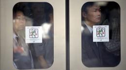Die Fahrgäste sehen alle so missmutig aus