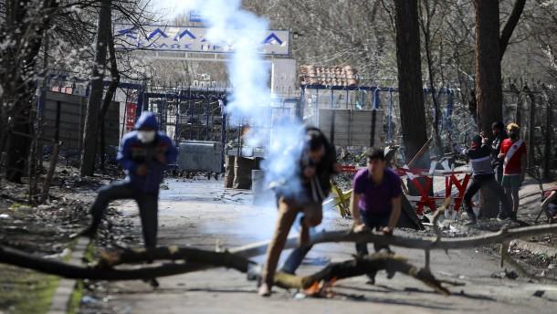 Brände in provisorischem Flüchtlingslager