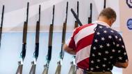 """Auf dem diesjähirgen Treffen der """"National Rifle Association"""" in St. Louis."""