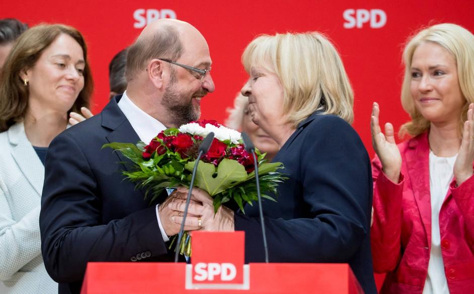 Mit den Mädels ist es immer lustig: Martin Schulz mit Hannelore Kraft, Katharina Barley und Manuela Schwesig.
