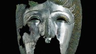 Kriegsmaske eines Imperiums: Gesichtshelm eines Reitersoldaten aus einer römischen Villa bei Birkenfeld-Gräfenhausen