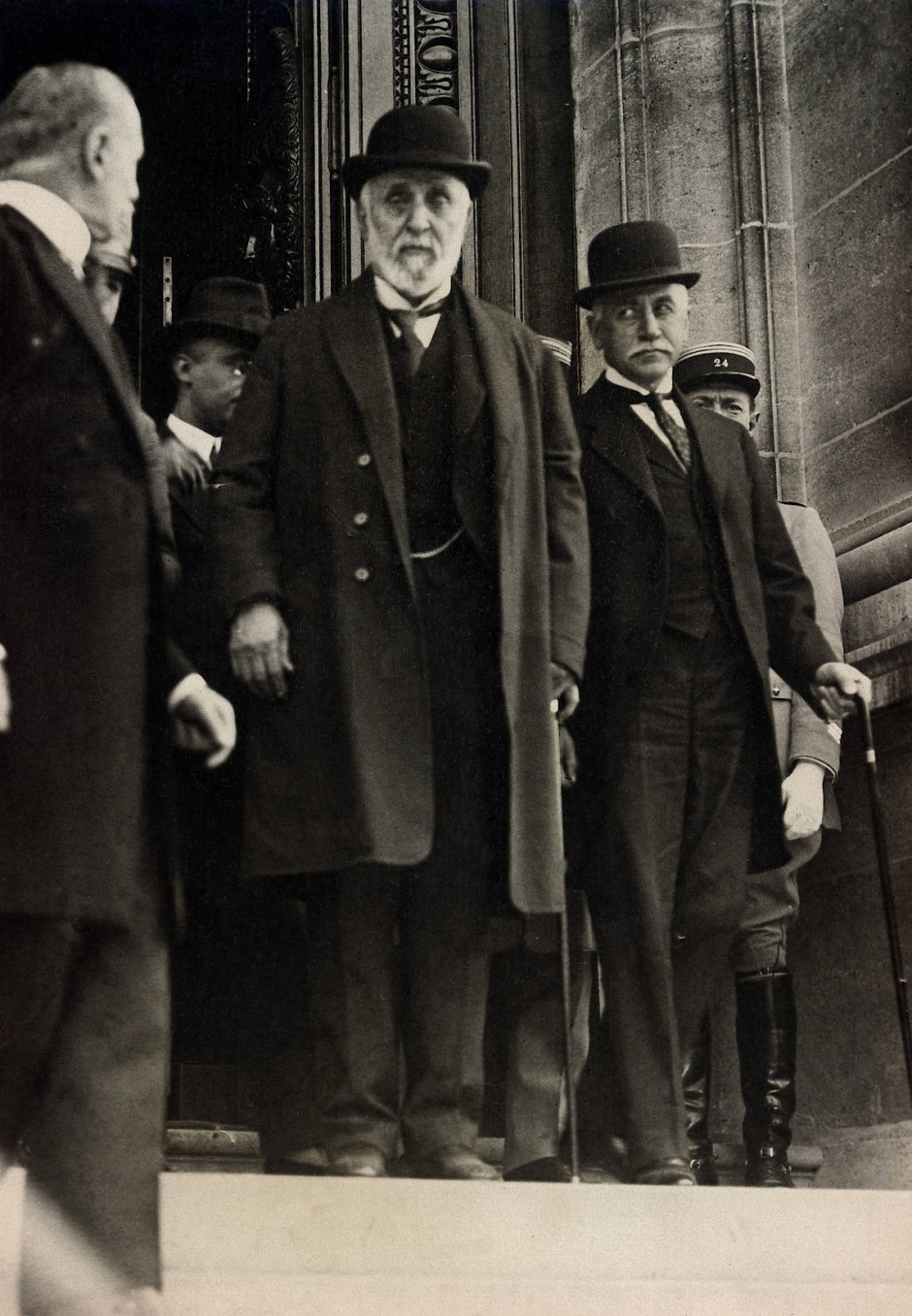 67 Delegierte aus alle Herren Länder unterschrieben den Vertrag, mit dabei: Tewfik Pascha, letzter Großwesir des Osmanischen Reiches.
