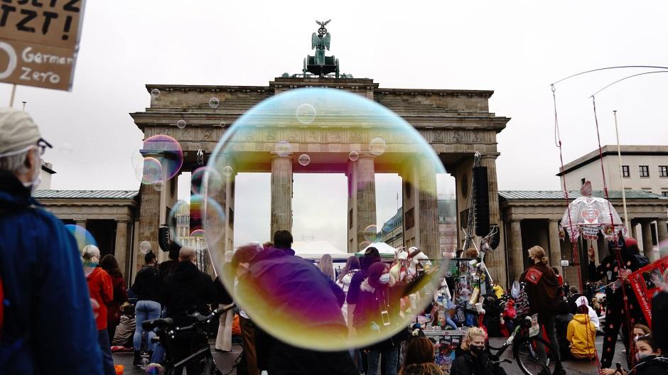 Aktivisten der Klimaschutzbewegung Fridays for Future in Berlin