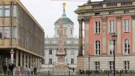 """Das ist es, was konservative Urbanisten meinen, wenn sie """"die europäische Stadt"""" beschwören: Vier, fünf Stile, die aufeinanderkrachen."""