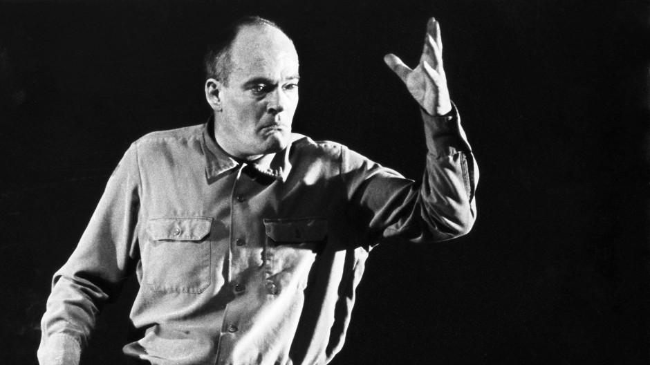 """Im Januar 1983 in der Rolle des Adolf Eichmann in Heiner Kipphardts Schauspiel """"Bruder Eichmann"""" bei der Uraufführung im Münchner Residenztheater"""