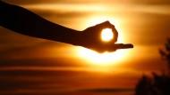 Das, was Freude bringt: Die Mudra-Geste findet beim Yoga reichlich Anwendung.