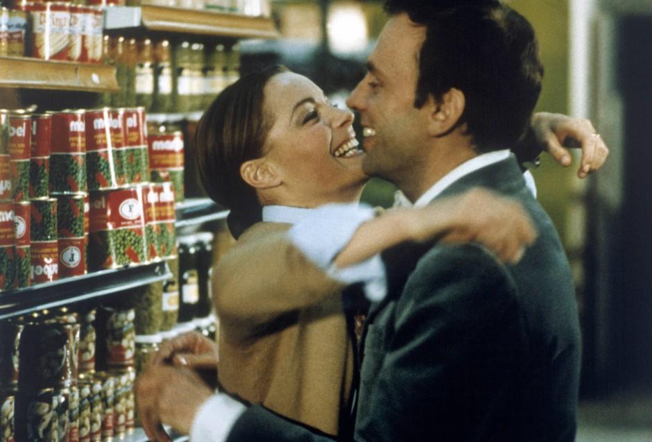 """Verspieltes Liebespaar: Romy Schneider und Jean-Louis Trintignant in """"Das wilde Schaf"""" von 1974"""