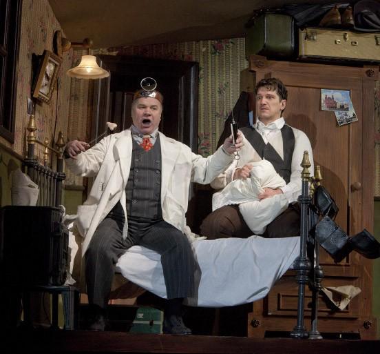 Gennady Bezzubenkov als Doktor (li.) mit Paulo Szot as Kowalyow