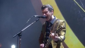 Arctic Monkeys, One Direction und David Bowie triumphieren bei Brit Awards