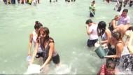 Beim Wasserfest in Armenien bleibt niemand trocken