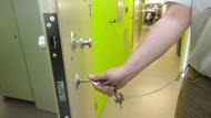 Manchmal öffnen sich die Türen in der Chemnitzer Justizvollzugsanstalt für Frauen auch überraschend.