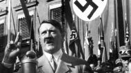 Adolf Hitler bei einer Rede (undatiertes Archivfoto)
