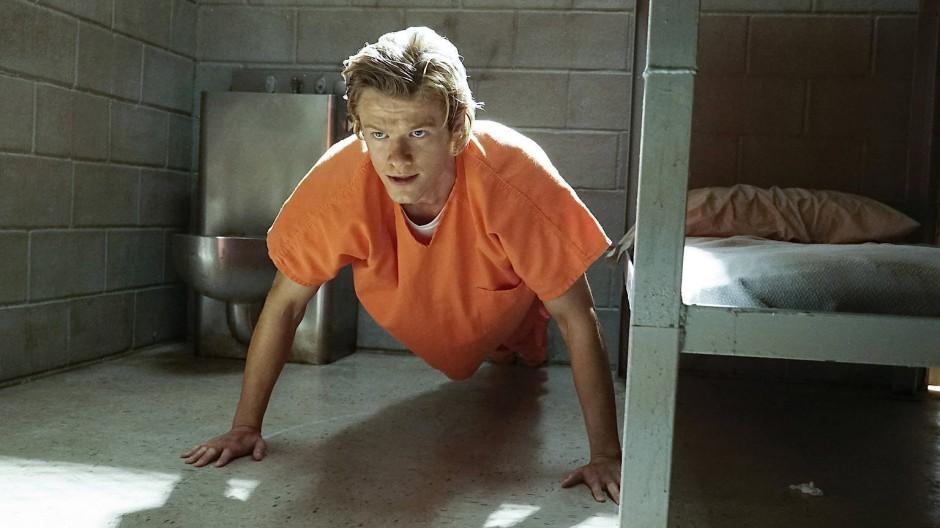 Was haben sie bloß aus ihm gemacht! Lucas Till als MacGyver in jung und unsympathisch.