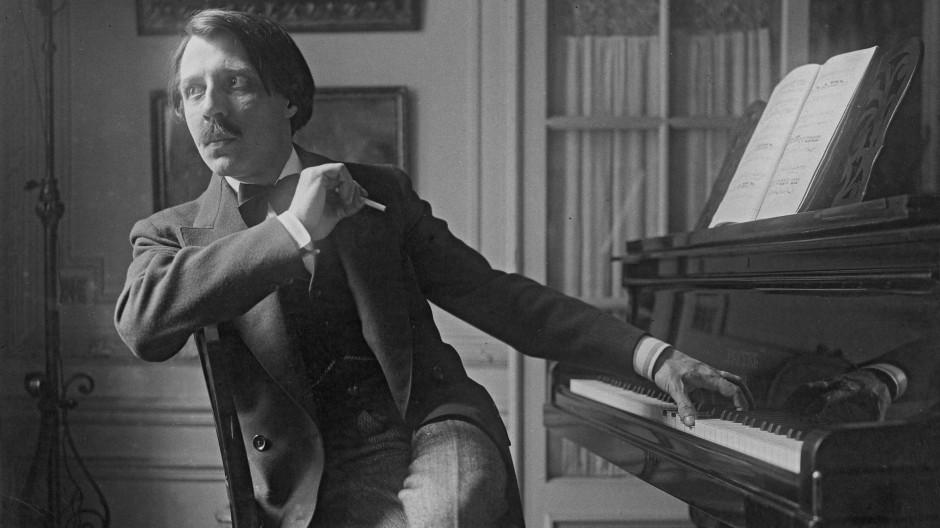 Nach links geht der Griff, nach rechts schweift der Blick: der Pianist und Barrès-Bewunderer Alfred Cortot.