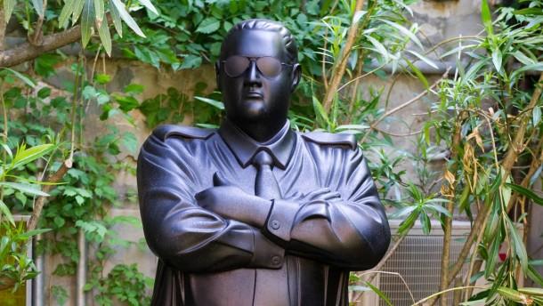 Officer taumaha bronzestatue von michael parekowhai