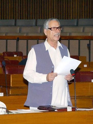 Das pakistanische Parlament verurteilt den Ritterschlag für Salman Rushdie