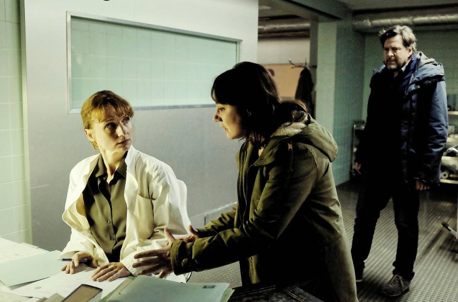 Gerichtsmedizinerin Dr. Brunner (Christina Große) ist Gutachterin im Prozess um den Tod eines V-Manns.